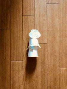 高齢者(在宅介護)レクリエーション・工作で紙コップと輪ゴムを使って『飛び跳ねるカエル』