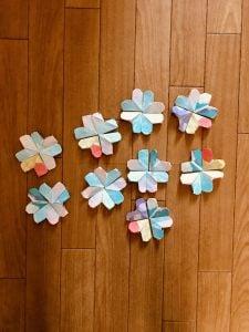 高齢者(在宅介護)脳トレーニングで割りばしの袋を使って『花のパズル』を母親と一緒にやってみました
