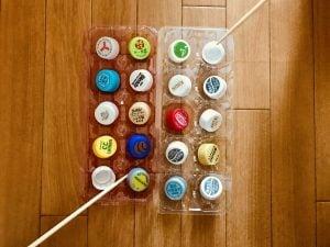【高齢者(在宅介護)レクリエーション】利き手と反対の手でペットボトルキャップと卵のパックと割り箸を使って『20個たこ焼きゲーム』