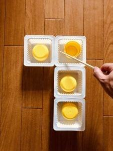 【高齢者室内レクリエーション・ゲーム(Recreation for the elderly)】ドレッシングキャップとお豆腐の容器と割り箸を使って『4個大たこ焼きゲーム』