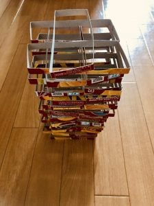 【高齢者(在宅介護)レクリエーション】ナビスコリッツの空き箱を使って『ぐらぐらゲーム』