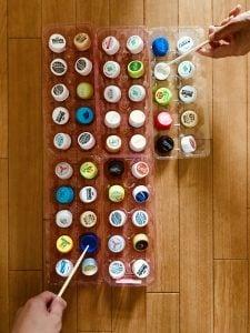 【高齢者(在宅介護)レクリエーション】利き手と逆の手でペットボトルキャップと卵のパックと割り箸を使って『50個たこ焼きゲーム』