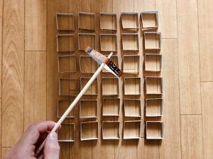 【高齢者室内レクリエーション・ゲーム(Recreation for elderly)】利き手と逆の手(左手)で割り箸を使って『ブルボンのチョコ&コーヒービスケットの空き箱すくいゲーム』