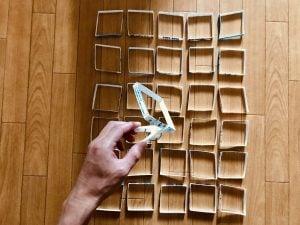 【高齢者室内レクリエーション・ゲーム(Recreation for elderly)】利き手と逆の手で洗濯バサミを使って『牛乳パックつかみゲーム』