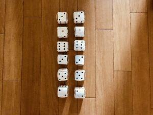 【高齢者・子供向け室内レクリエーション】トイレットペーパーの芯で作った『サイコロの目合わせゲーム』