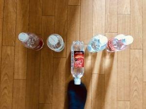 【高齢者・子供室内レクリエーション】足のつま先を使って『5本ペットボトル立てゲーム』