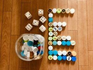【高齢者・子供向け室内レクリエーション】ペットボトルキャップとトイレットペーパーの芯で作ったサイコロを使って『並べゲーム』